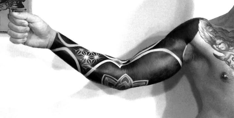 Black sleeve tattoo by Diamante Murru. Photo: Instagram. #sleeve #blackout #allblack #trend