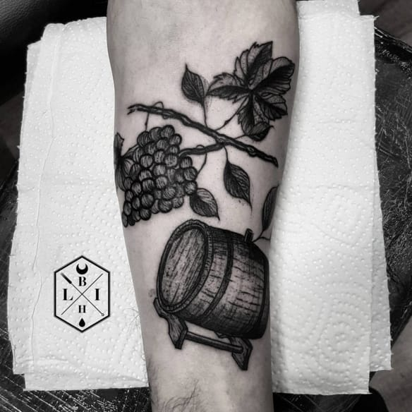 Wine barrel and grapes by Manuel / Lover Ink Black Hole. Photo: Instagram.