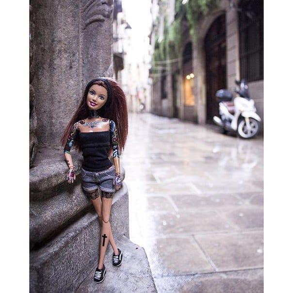Tattooed Barbie in the city. Photo: VK.com.