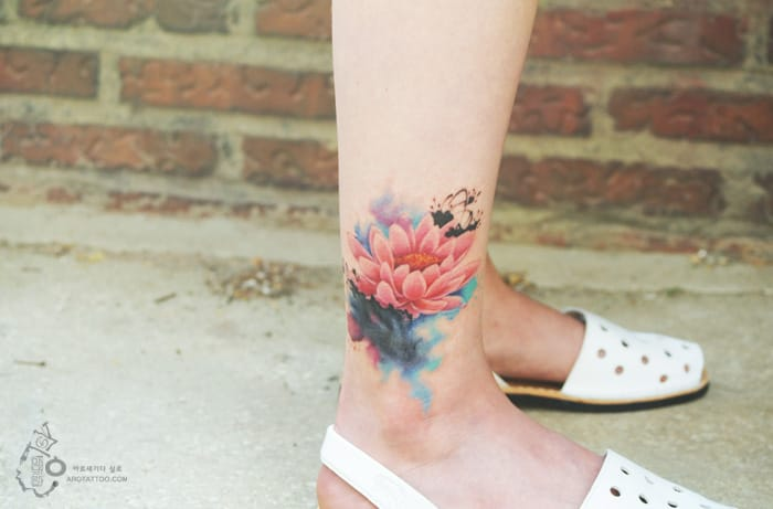 Watercolour flower tattoo by Silo. Photo: Instagram.