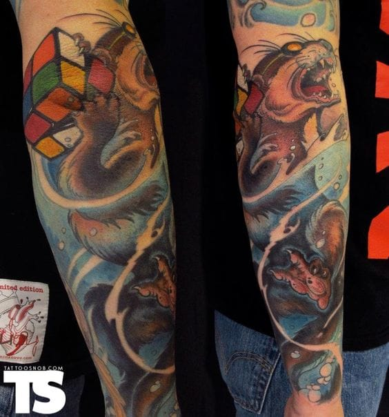 Awesome how this sleeve suddenly has a random rubik's cube puzzle!