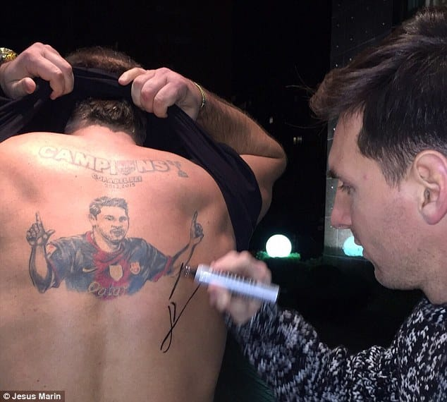 Lionel Messi Fan Had The Stars Signature Added To Messi Back Tattoo!