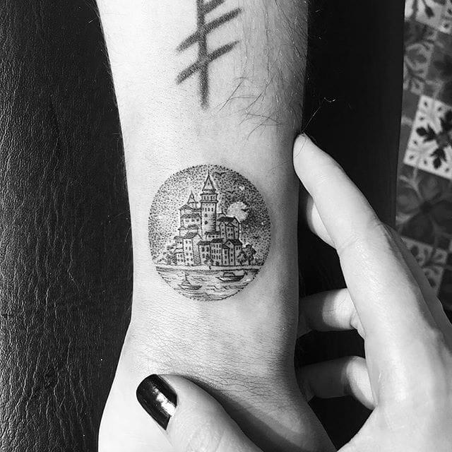 Tattoo by evakrbdk/Instagram