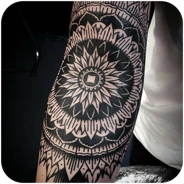 (@tattoos_by_callum) #mandala #blackwork