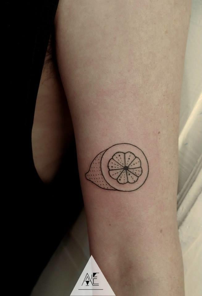 Minimalistic lemon tattoo #AxelEjsmont #lemontattoos #minimalistictattoos