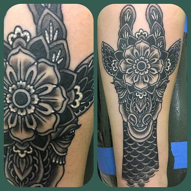 Stylish design! #BobbyPaulmenn #giraffetattoos