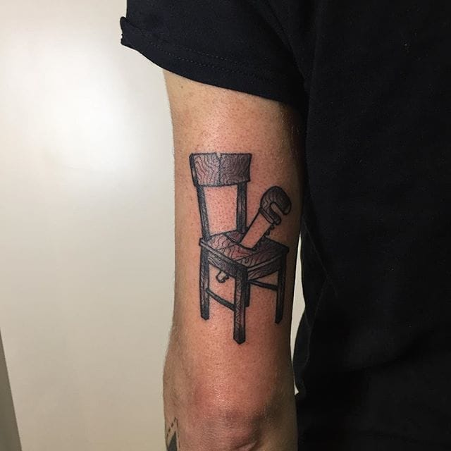 Sawing a chair, by Chris Xanker