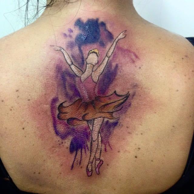 Bailarina feita por Barbara Victal #bailarina #aquarela #diainternacionaldamulher #tatuadorasbrasileiras #talentonacional #rainhasdatattoo #brasil #brazil #portugues #portuguese