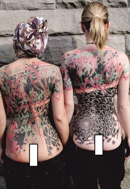Little Wastika #fechamentodecostas #backpiece #geometria #tatuagemabstrata #colorida #abstrata #brasil #brazil #portugues #portuguese