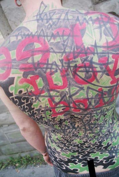 Little Wastika #fechamentodecostas #puzzle #quebracabeça #backpiece #tatuagemabstrata #colorida #abstrata #brasil #brazil #portugues #portuguese