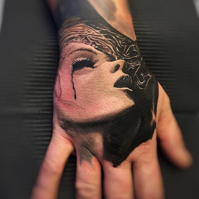 Tattoo realism on the hand #tattoorealism #colorportrait #colorrealism #randyengelhard