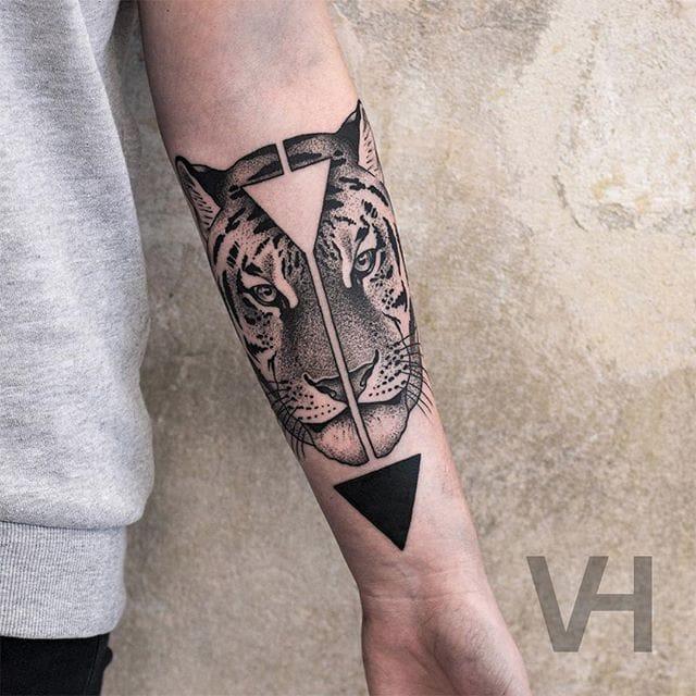 Tiger tattoo by Valentin Hirsch #ValentinHirsch #symmetrical #tigertattoo