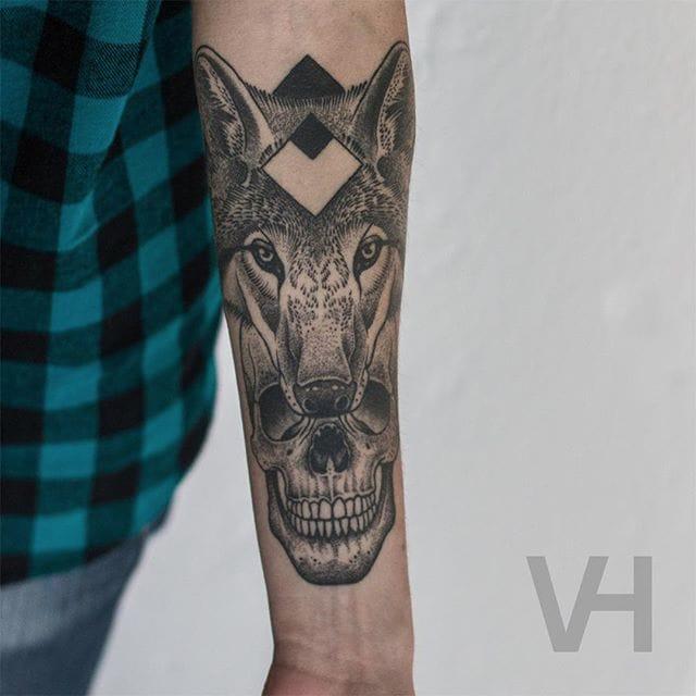 Wolf tattoo combined with a skull by Valentin Hirsch #ValentinHirsch #symmetrical #wolftattoo #skulltattoo