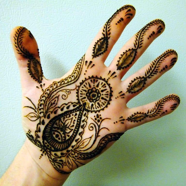 Left hand palm henna design / Source: Deviantart #henna #hennatattoo #palmtattoo