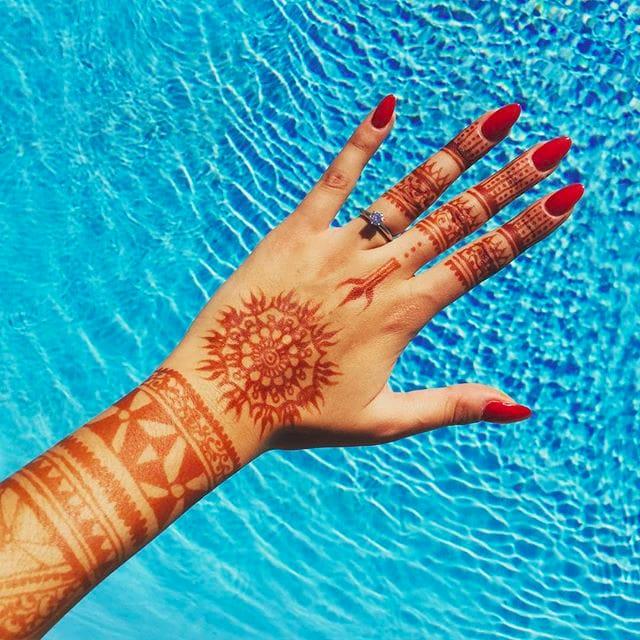 Beautiful henna design by Lou K via Instagram @hennaearth #hennatattoo #henna #temporarytattoo #hennadesign