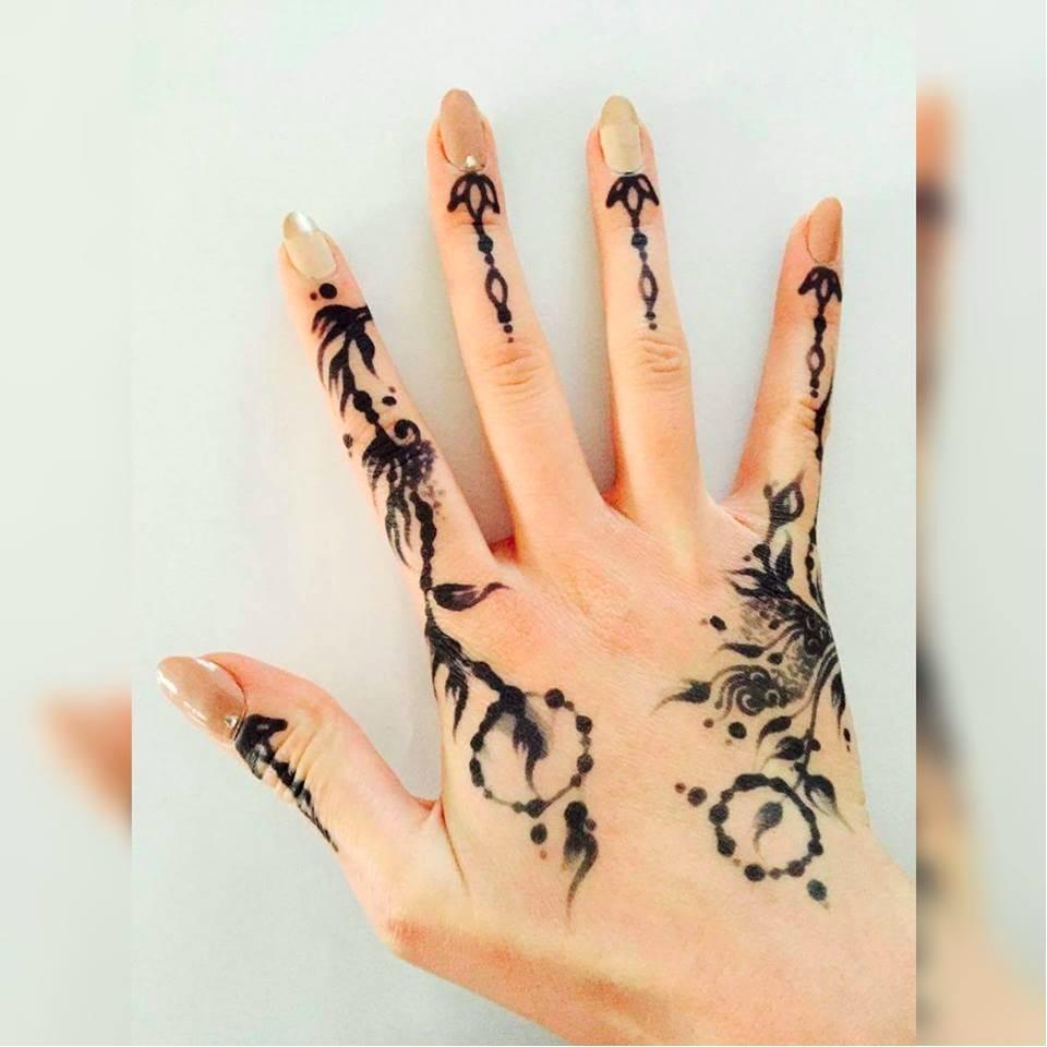 Henna on the right hand by Ana's work #Anaswork #henna #hennatattoo #temporarytattoo