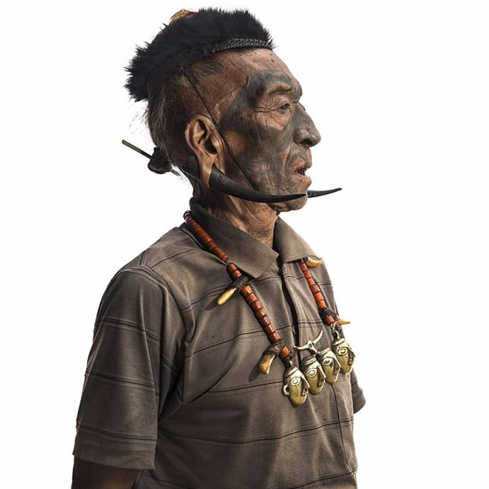 Headhunter rewarded by a tattoo on the face #facetattoo #headhunter #Indi #tribes