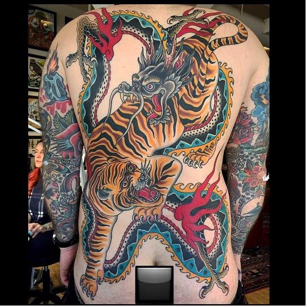 Tiger & Dragon not getting along #tiger #dragon #backpiece #traditionaltattoo #grez