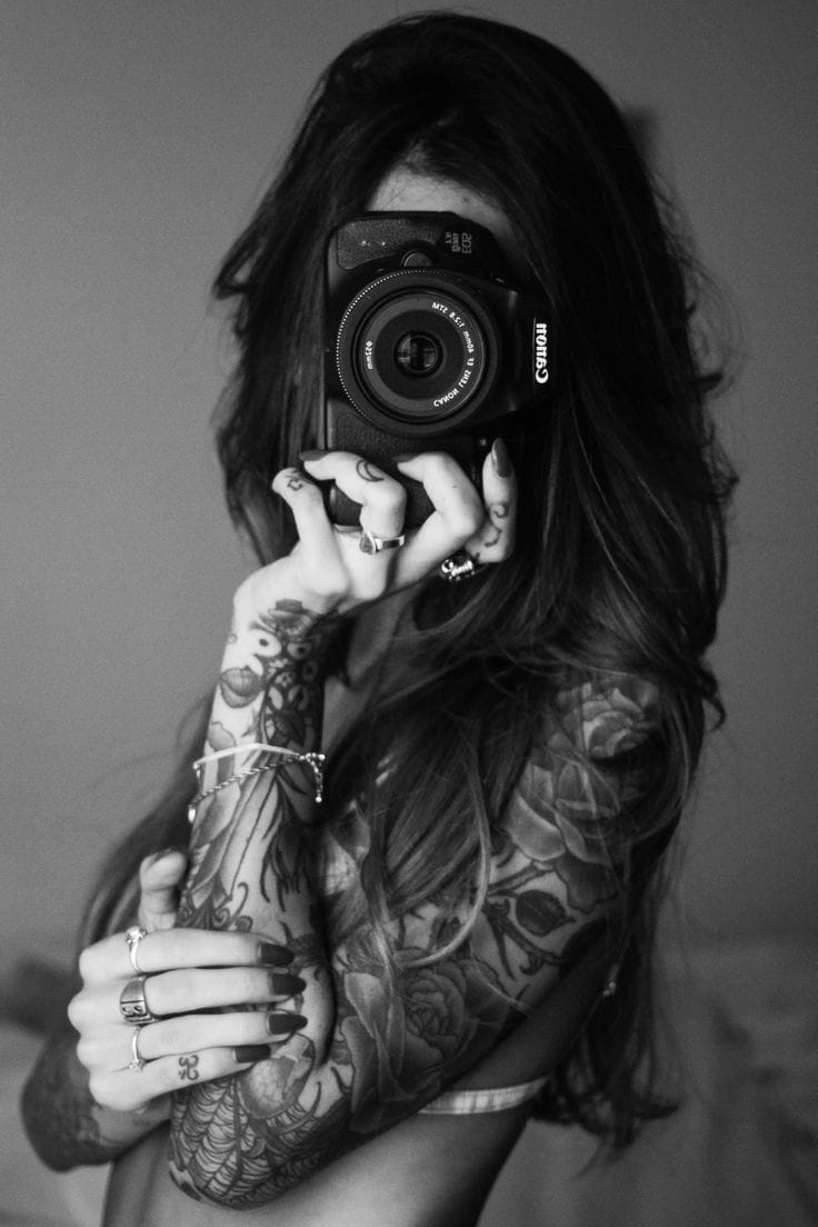 This female photographer could cover her tattoos...or show them off on casual Friday.