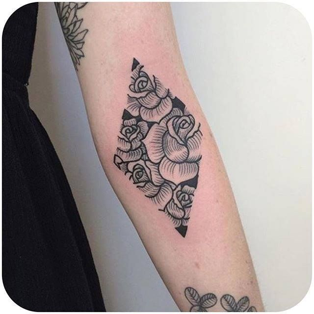 (Instagram: craigy_lee) #roses #blackwork #diamond #craigylee