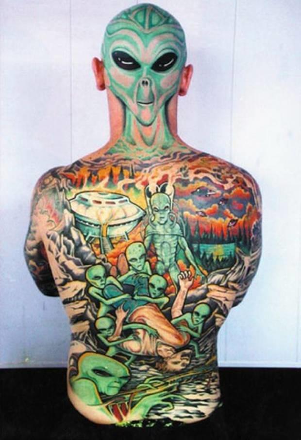 14 Creepy & Cute Alien & UFO Tattoos