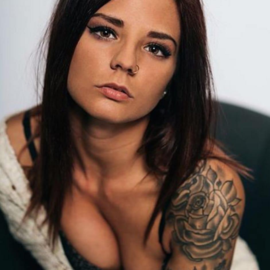 (@where.is.my.minndd) #tattoodobabe #babe #tattoo #girl