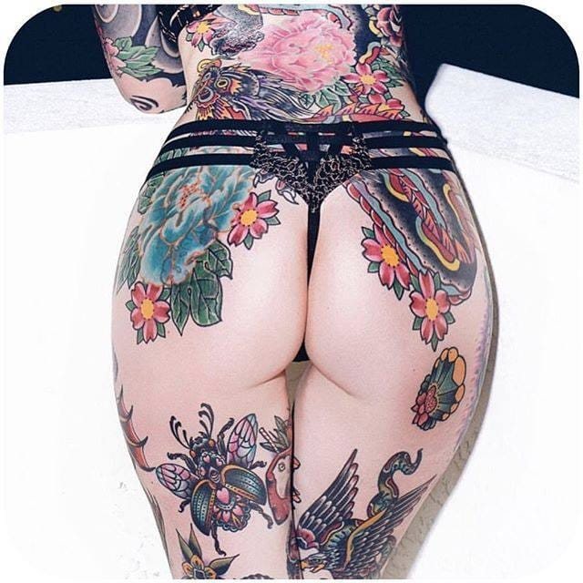 and her tattooed derriere... (Instagram:@lunamarielom) #tattoodobabes