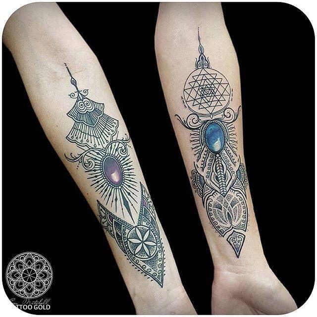 Ornate Mehndii style with lovely gemstones. (Instagram: @coenmitchell) #mehndi #blackwork #tattoo #coenmitchell
