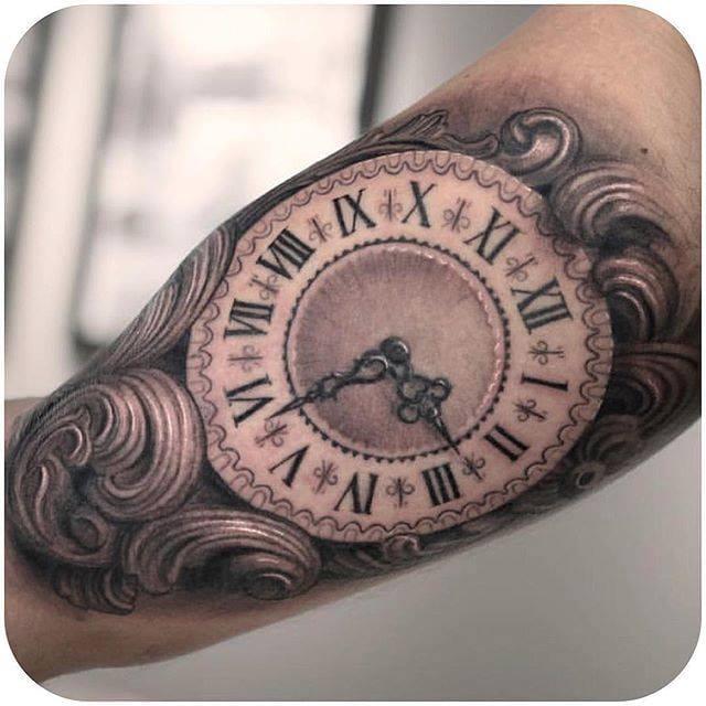 Beautiful Black & Grey realistic clock by Darwin Enriquez. (Instagram: @darwinenriquez) #clock #pocketwatch #realistic #blackandgrey