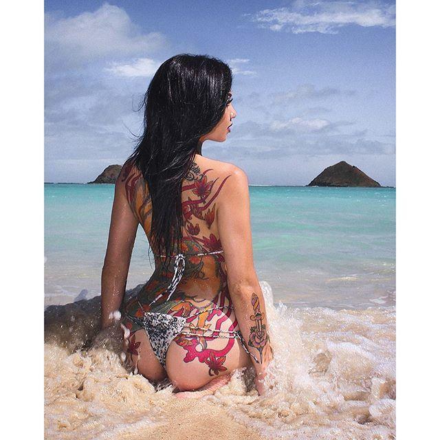 via @dev.taylor #tattoodobabes #beach #backpiece #devtaylor