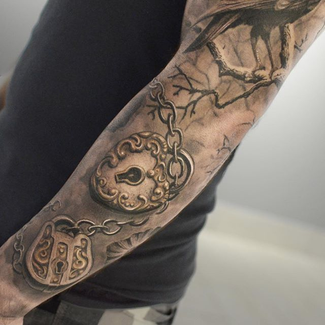 Darwin Enriquez's Incredibly Lifelike Black and Grey Tattoos