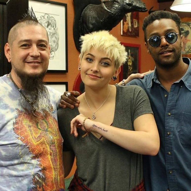 Paris Jackson showing off her new tattoo with Justin Lewis and friend via Instagram @dermagraphink #celebrity #JustinLewis #ParisJackson #celebritytattoo #tribute #celebrity #tributetattoo