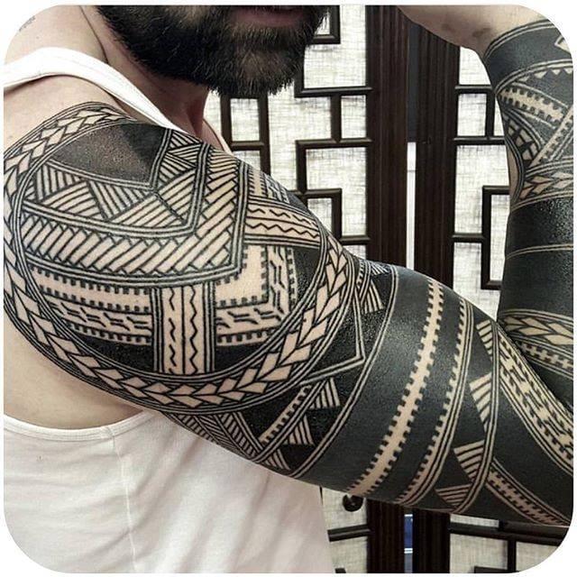 via @calenparis #blackwork #linework #traditional #sleeve #calenparis