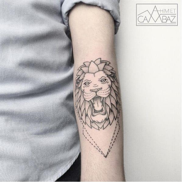 Awesome lion blackwork by Ahmet Cambaz #AhmetCambaz #blackwork #finelines #lion #wildlife #animal