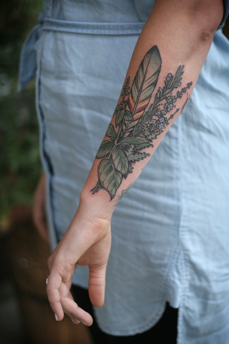 Kirsten is another tattoo artist who likes to put pièces of Nature in her clients' skin.