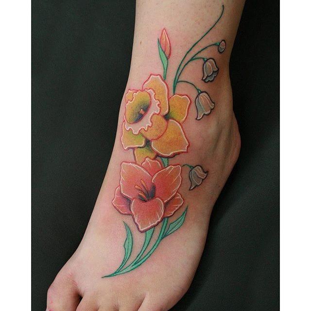 10 Dashing Daffodil Tattoos