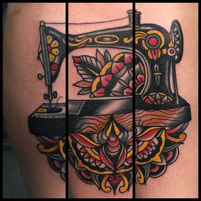 12 stylish vintage sewing machine tattoos tattoodo. Black Bedroom Furniture Sets. Home Design Ideas
