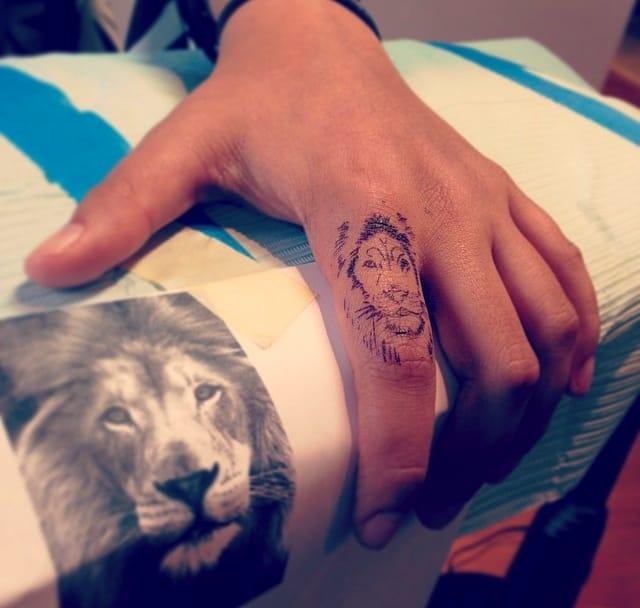 10 Fantastic Finger Tattoos