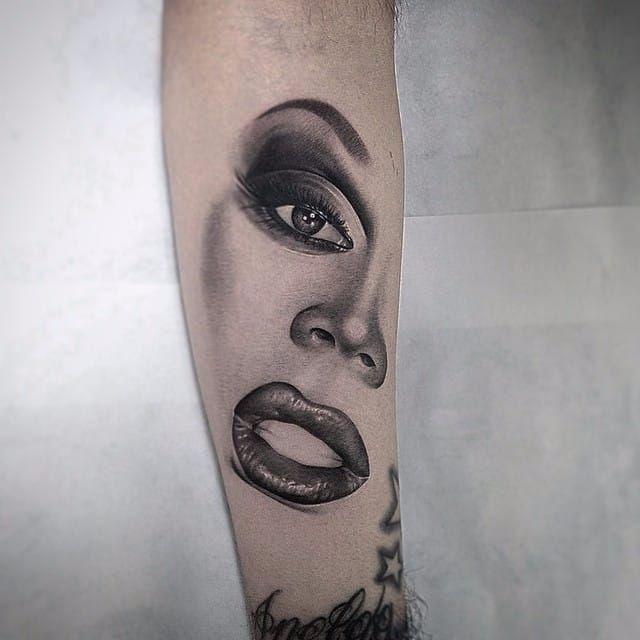 Stunning tattoo by Jamie Mahood #RuPaul #JamieMahood #blackandgrey #realistic #dragqueen