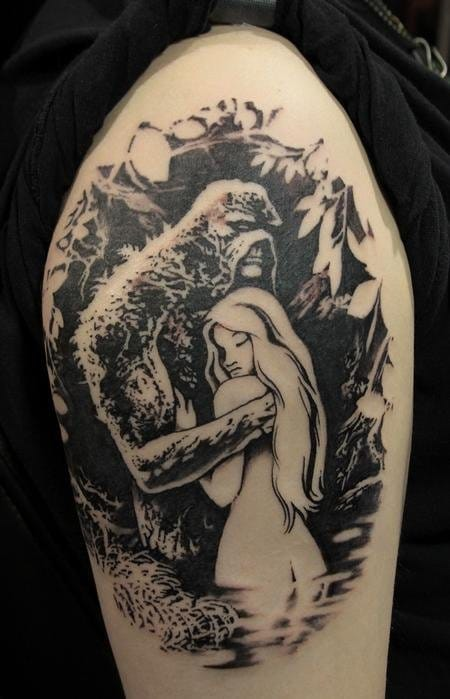 Love how tattoo can give a twist to comics : here a blackwork vision of the Swamp Thing by Gene Coffey.