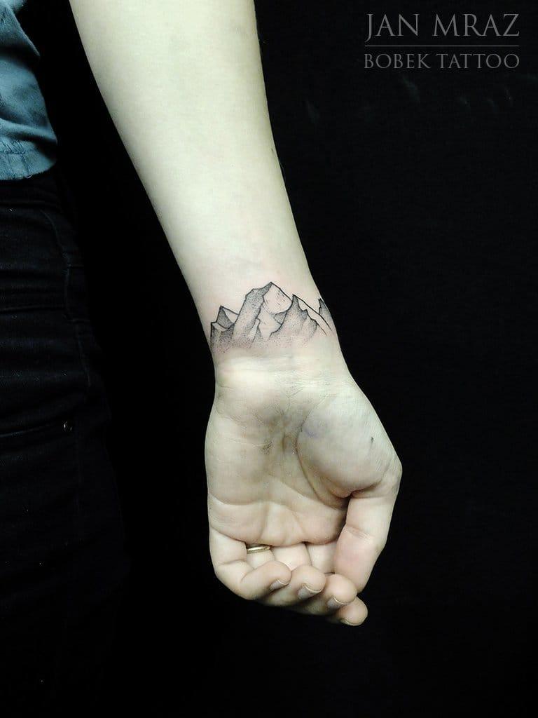 20 Elegant Wrist Tattoos