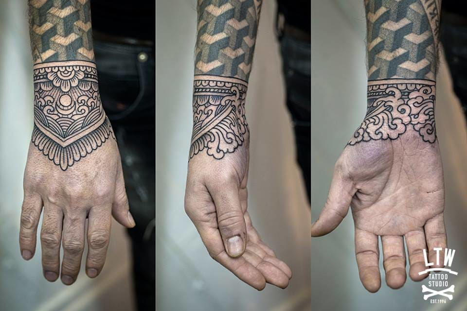 This linework by Jorge Teran completes this sleeve perfectly.