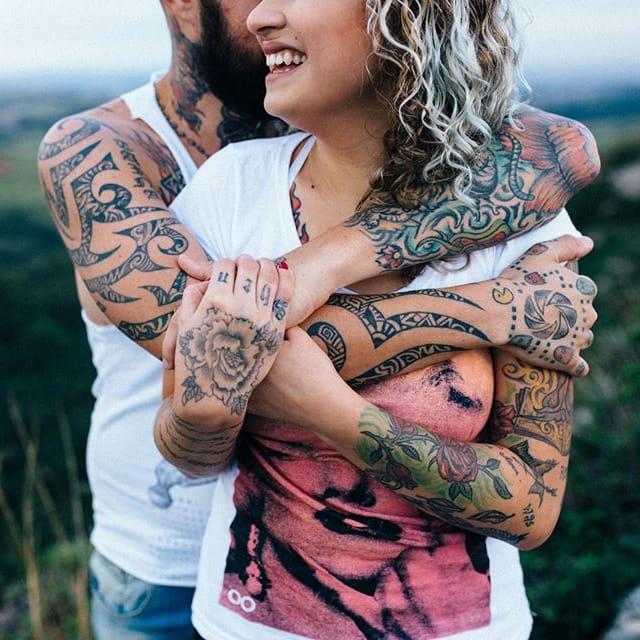 Conheçam o Casal Tatuado Que Vem Encantando a Internet