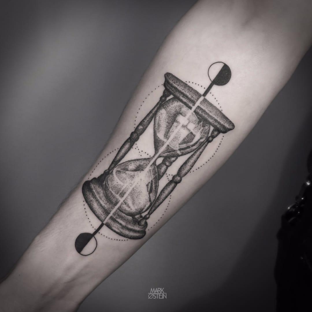 10 Timeless Blackwork Hourglass Tattoos