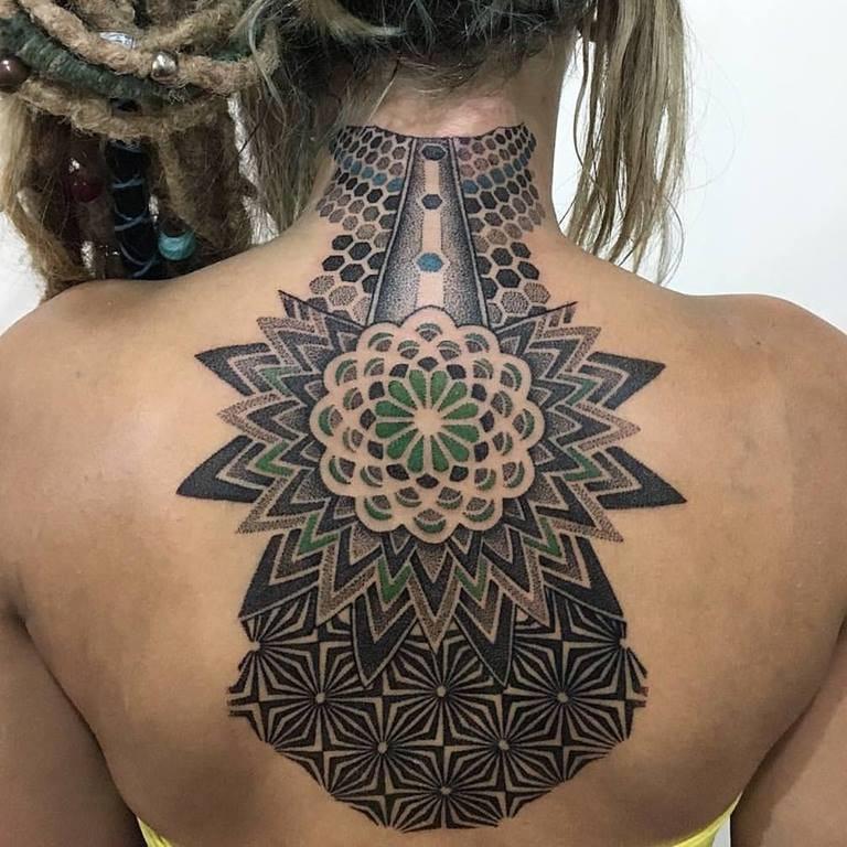 11 Artes Da Tatuadora e Suicide Girl Paula Moraes