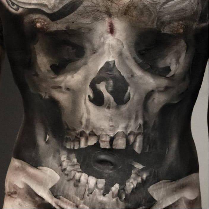 Jaw-dropping skull tattoo by Neon Judas #NeonJudas #DavidRinklin #blackandgrey #realistic #realism #macabre #horror #skull