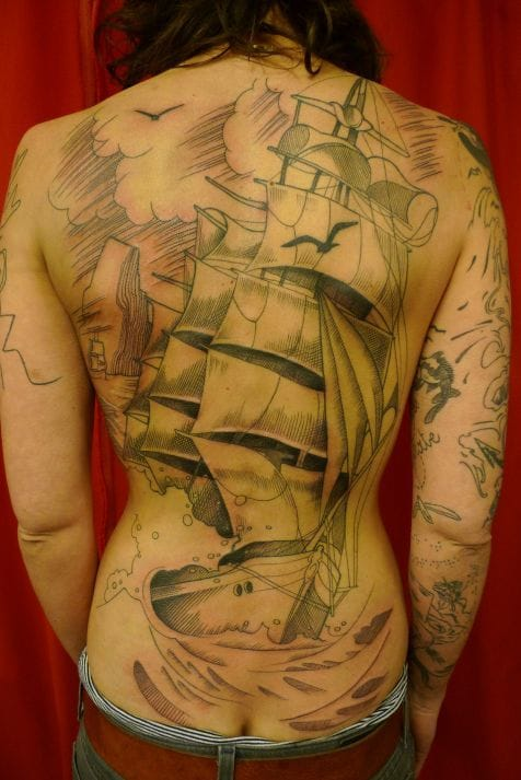 Badass backpiece by one of the star of graphic tattoo, Léa Nahon from La Boucherie Moderne, Belgium.