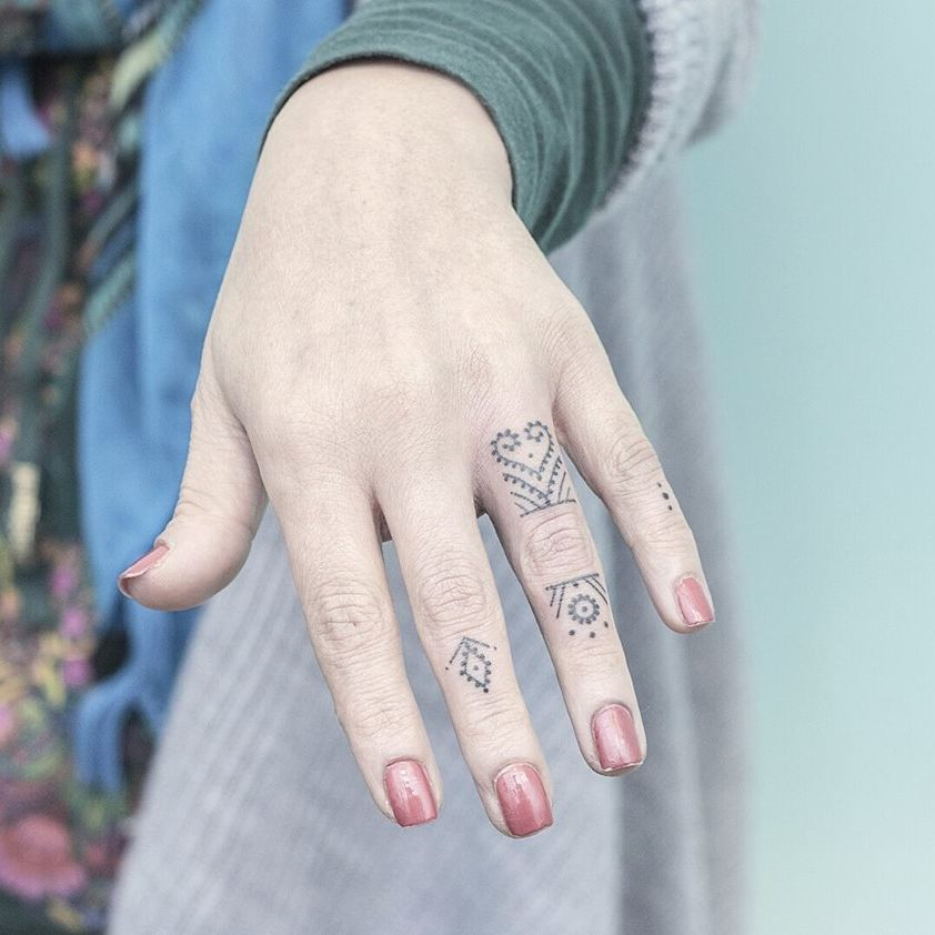 The Delicate Dotwork Of Ponto Tattoo