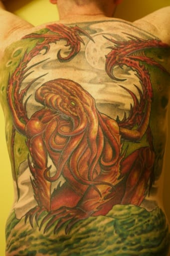 Cthulhu rising at night : a classic imagery for this backpiece by George Grayson (Wisconsin).