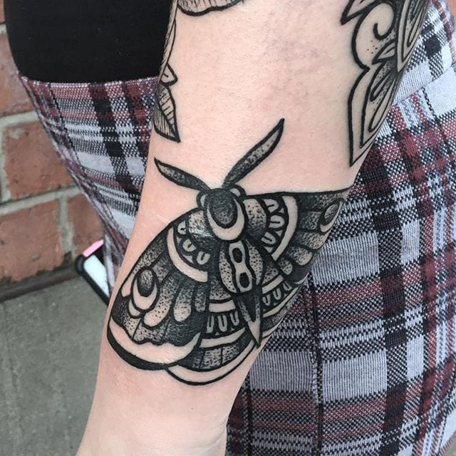 Moth Tattoo by Blakey Tattooer #moth #mothtattoo #blackworkmoth #blackwork #blackworktattoo #blackworktattoos #traditionalblackwork #traditionalblackworktattoo #traditional #BlakeyTattooer